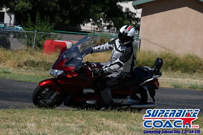 superbikecoach_corneringschool_2019july14_GroupA_17