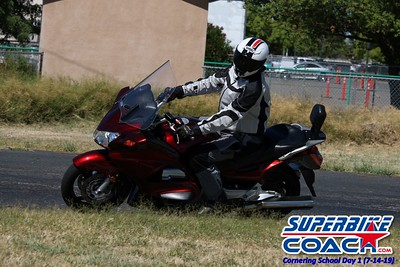 superbikecoach_corneringschool_2019july14_GroupA_16