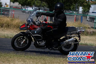 superbikecoach_corneringschool_2019july14_GroupB_4