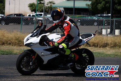superbikecoach_corneringschool_2019july14_GroupC_15