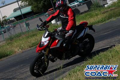 superbikecoach_corneringschool_2019may05_groupA_15