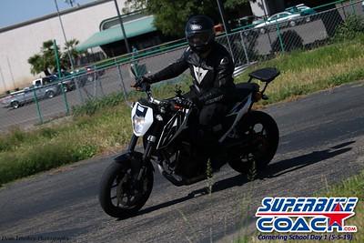 superbikecoach_corneringschool_2019may05_groupA_6