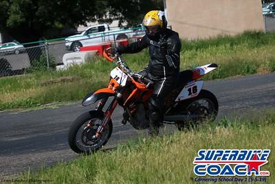 superbikecoach_corneringschool_2019may05_groupA_1