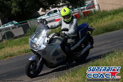 superbikecoach_corneringschool_2019may05_groupA_22