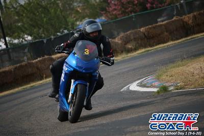 superbikecoach_corneringschool_2020_september07_1on2-class_3