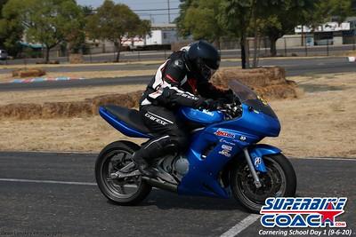 superbikecoach_corneringschool_2020_september07_1on2-class_23
