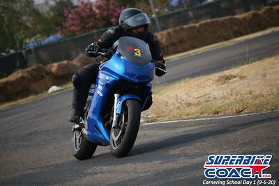 superbikecoach_corneringschool_2020_september07_1on2-class_4