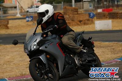 superbikecoach_corneringschool_2020_september07_1on2-class_21