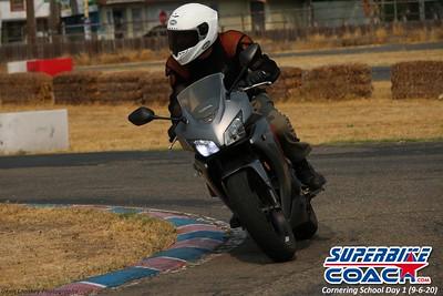 superbikecoach_corneringschool_2020_september07_1on2-class_19