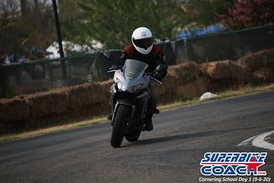 superbikecoach_corneringschool_2020_september07_1on2-class_1