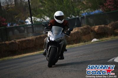 superbikecoach_corneringschool_2020_september07_1on2-class_2