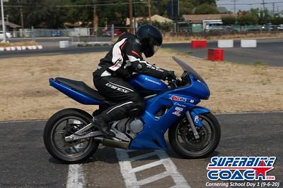 superbikecoach_corneringschool_2020_september07_1on2-class_25