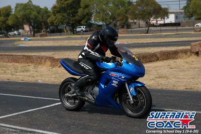 superbikecoach_corneringschool_2020_september07_1on2-class_22