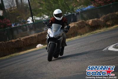 superbikecoach_corneringschool_2020_september07_1on2-class_7