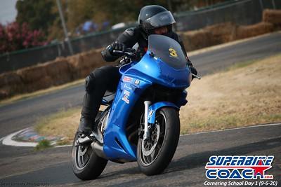 superbikecoach_corneringschool_2020_september07_1on2-class_12