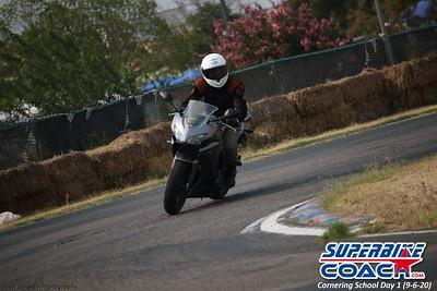 superbikecoach_corneringschool_2020_september07_1on2-class_5