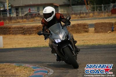 superbikecoach_corneringschool_2020_september07_1on2-class_18