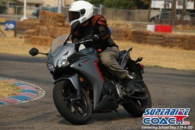 superbikecoach_corneringschool_2020_september07_1on2-class_14