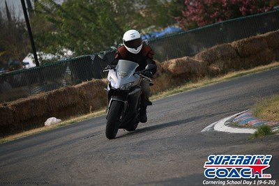 superbikecoach_corneringschool_2020_september07_1on2-class_6