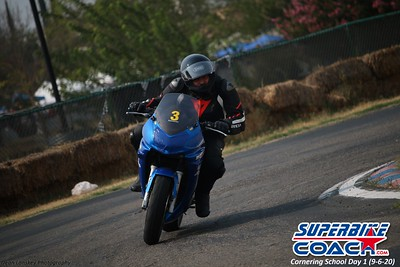 superbikecoach_corneringschool_2020_september07_1on2-class_10