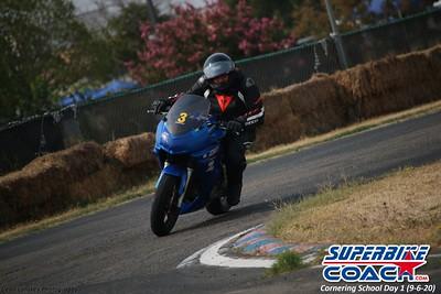 superbikecoach_corneringschool_2020_september07_1on2-class_8