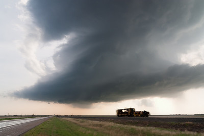 An LP supercell looms ominously over the High Plains near Pampa, TX, on April 23, 2007.