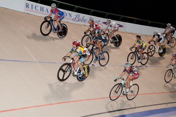 The womens fields were combined into one points race that decided 5 national titles.