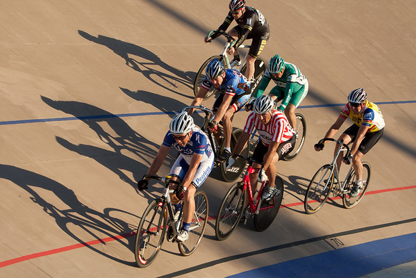 The mens fields were combined for their points race, run as the sun began to set.