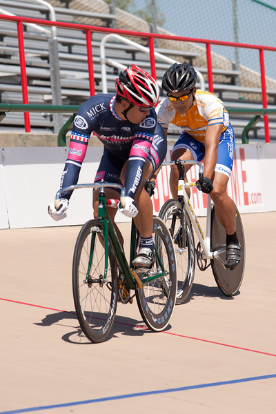 Li Nelson looks back to mark Dean Haraguchi's position early in their sprint matchup.