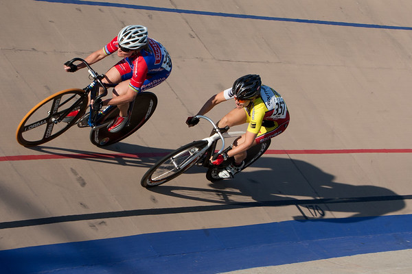 Annette William leads Tara Unverzagt druing their sprint matchup.