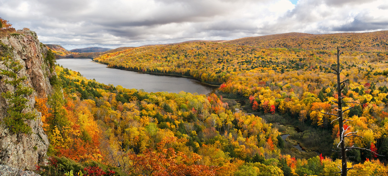 Lake of the Clouds at Fall color peak