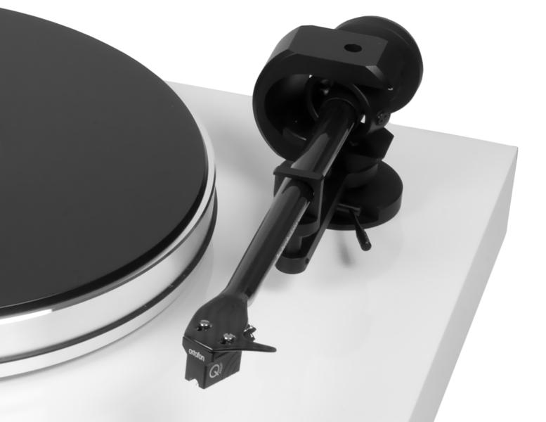Pormenor do braço  9cc Evolution com a célula Ortofon  MC Quintet Black