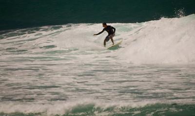 090913 131021 surfing