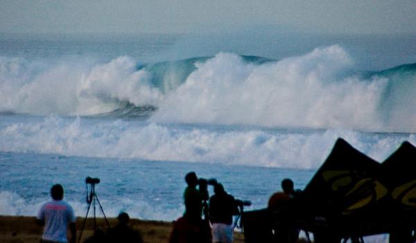 Rip Curl Pipeline Pro, Triple Crown, 2006  Photographers gather - early Morning at Ehukai BeachPipeline Surf Contest   North Shore, O'ahu, Hawai'i  061210.075549