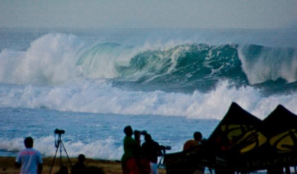 Rip Curl Pipeline Pro, Triple Crown, 2006  Photographers gather - early Morning at Ehukai BeachPipeline Surf Contest   North Shore, O'ahu, Hawai'i  061210.075548