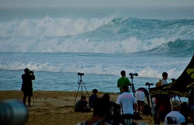 Rip Curl Pipeline Pro, Triple Crown, 2006  Photographers gather - early Morning at Ehukai BeachPipeline Surf Contest   North Shore, O'ahu, Hawai'i  061210.075529