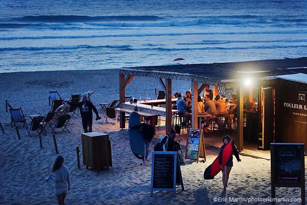 FRANCE. SURF LANDES. L'ESPRIT SURF DANS LE DEPARTEMENT DES  LANDES. BEACH RESTAURANT COULEUR LOCAL A SEIGNOSSE