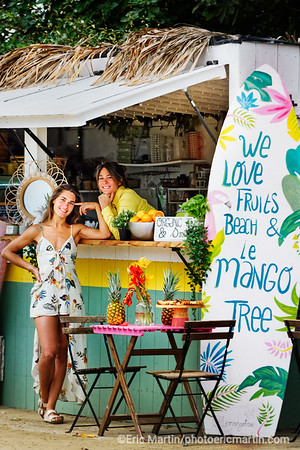 FRANCE. SURF LANDES. L ESPRIT SURF DANS LE DEPARTEMENT DES LANDES Bar / restaurant Le Mango Tree Dans leur petite cabane colorée au bord du lac d'Hossegor, Maud et Danae élaborent des plats aussi beaux que bons.  Bar healthy