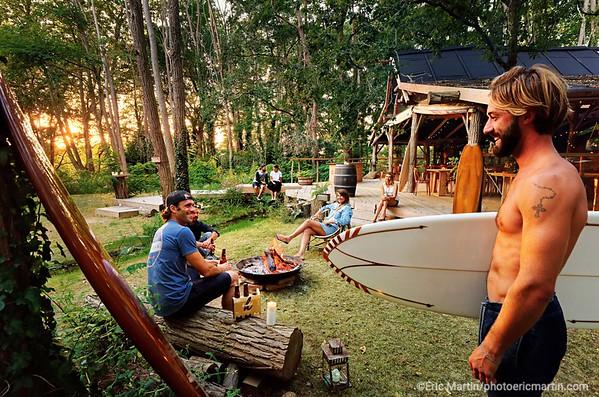 FRANCE. SURF LANDES. L ESPRIT SURF DANS LE DEPARTEMENT DES  LANDES. Le Coco Barn Wood Lodge