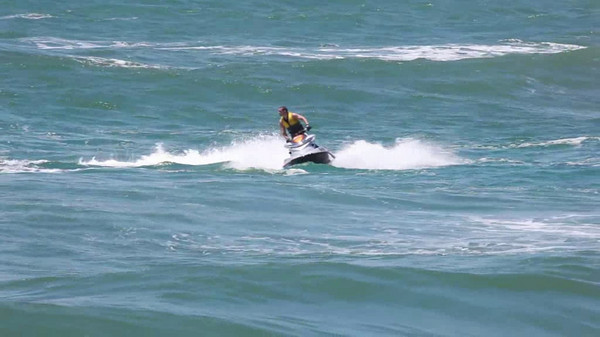 Surf Ski Rider @ Gold Coast Seaway Video