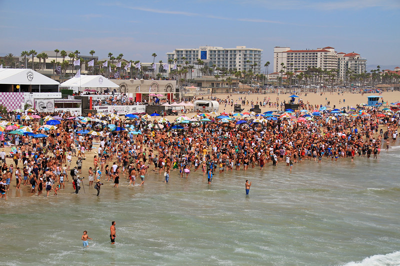 2019-08-04_US Open_11_Finals Day Crowds.JPG<br /> <br /> Finals Day, US Open of Surfing 2019