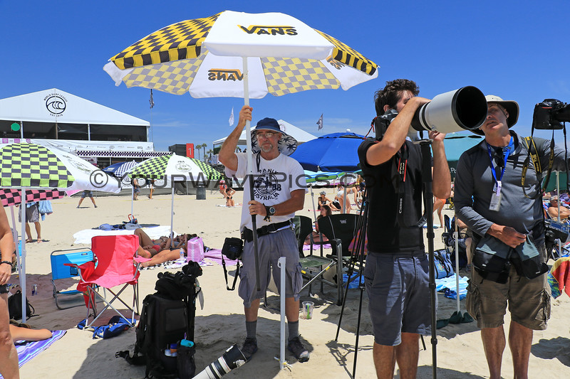 2019-08-02_US Open_Bob Davis_2.JPG<br /> Bob is a master of invention!  He modified his Vans umbrella with an extra section of pole so he can stand under it all day.  Thanks for sharing your shade with me, Bob!<br /> <br /> US Open of Surfing 2019
