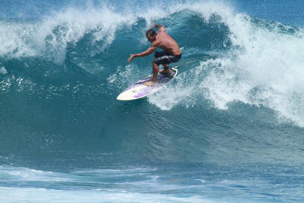 SURFING HO'OKIPA, MAUI