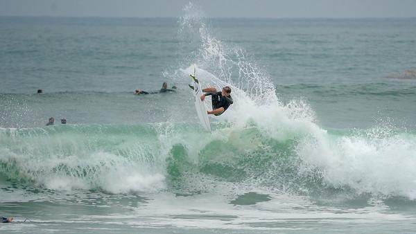 IMAGE: https://photos.smugmug.com/Surfing/Local-Pics/i-ZRM7NVB/0/351edba6/M/jake%20air%202-M.jpg