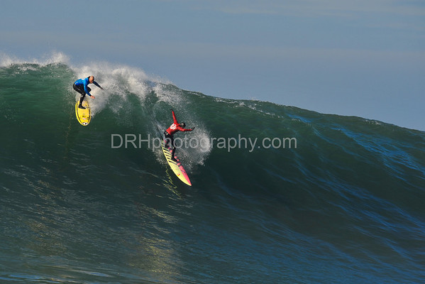 12 January 2008: Tyler Smith (blue) and Jamie Sterling (red) during the finals of the 2008 Mavericks Surf Contest in Half Moon Bay, CA.