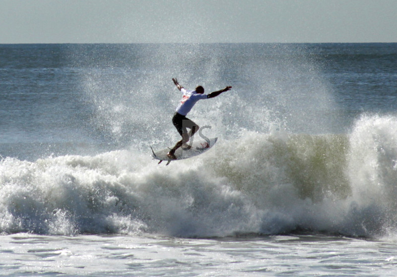 """Slater's """"10"""" at the Quiksilver Pro, 2011 in Long Beach, NY. His last minute score of 10 advance him into the finals."""