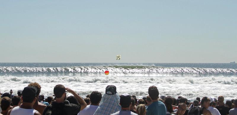 It's a party!!!! Quiksilver Pro, Long Beach, 2011. Crowd enjoying the beautiful waves….