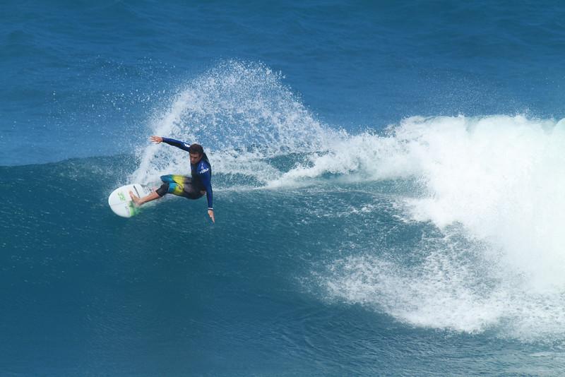 SURFING HO'OKIPA OCT 24/2011