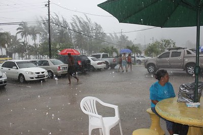 ondanks de regen was de maracas beach over en overvol