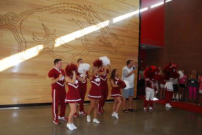Coach Bret Bielema_Razorback cheerleaders_mascots8
